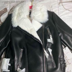 black with white fur jacket🖤
